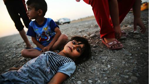 Bocah warga kota Irak utara yang terusir oleh datangnya pasukan Daulah Islamiyah